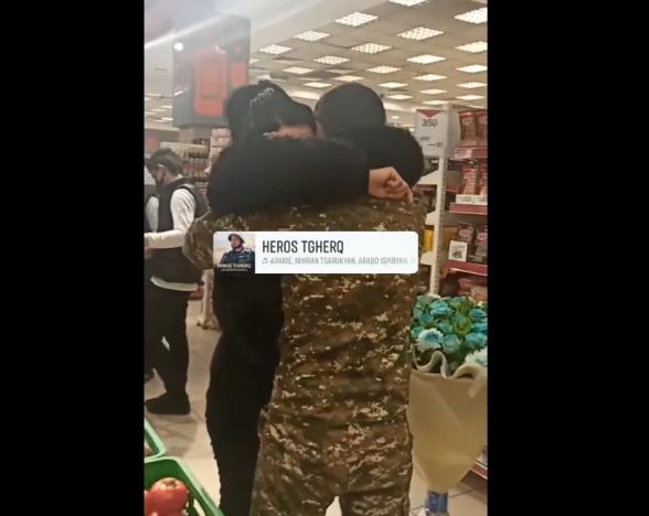 Երանի բոլոր զավակները կարողանային այսպես գալ և գրկել իրենց մայրիկներին