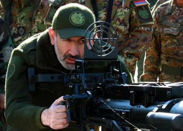 Ուղիղ մեկ տարի առաջ, երբ Ադրբեջանը պատրաստվում էր պատերազմի, մեր «գերագույնը» այ էս տեսակ խեղկատակությամբ էր զբաղված (տեսանյութ)