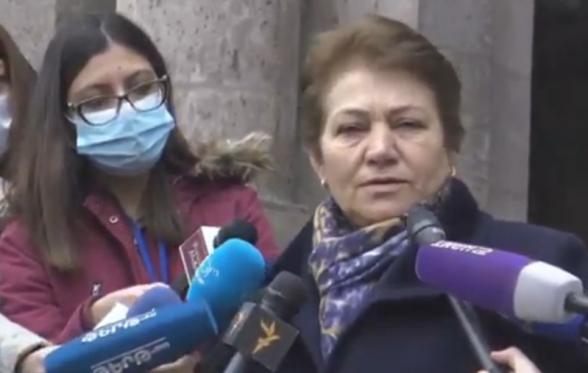 Акция протеста жителей Шуши у здания представительства Арцаха в Армении (видео)