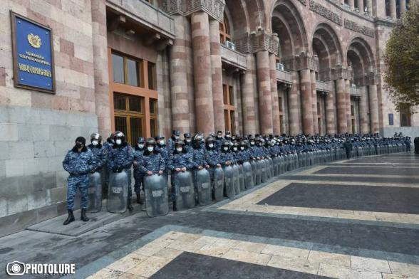 Ռազմական ոստիկանության աշխատակիցները հաջորդ ամիս կես աշխատավարձ են ստանալու. բյուջեում գումար չկա