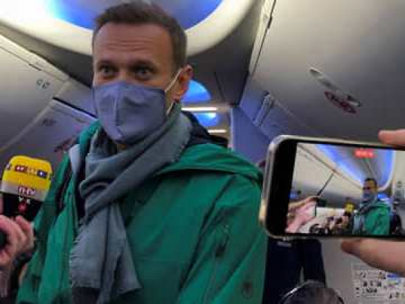 Алексея Навального взяли под стражу до суда