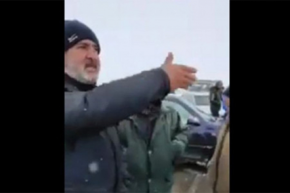 Գեղարքունիքից բերված ցուցարարները շփոթել են օրերն ու այսօր են փակել Սյունիքի ճանապարհը՝ իբր «արգելելով» Վազգեն Մանուկյանի մուտքը մարզ