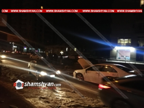 Երևանում բախվել են KIA ու Toyota մակնիշի ավտոմեքենաները, Toyota-ն էլ բախվել է կայանված BMW-ին․ կան վիրավորներ