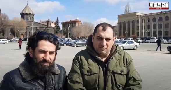 Գյումրեցիները Փաշինյանի ուսապարկն են հավաքում՝ Երևան տեղափոխելու համար (տեսանյութ)