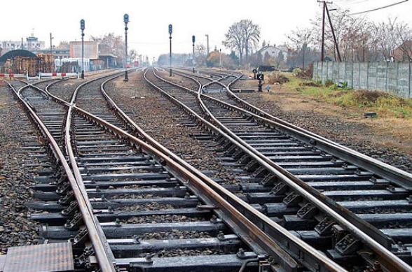Родители пропавших без вести военнослужащих заблокировали железнодорожное сообщение Ереван-Гюмри