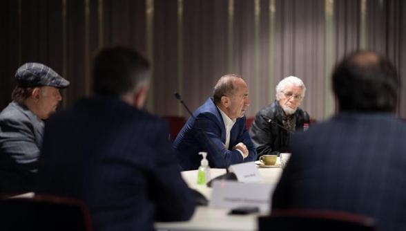 Роберт Кочарян встретился с интеллигенцией, представляющей общественную организацию Национальный совет «М.И.Т.К.»