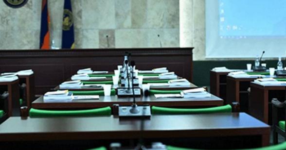 ԵՊՀ հոգաբարձուների խորհրդի՝ կառավարության անդամ հանդիսացող 11 անձ դիմում է գրել ռեկտորի ընտրությունը տապալելու համար