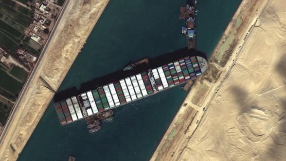 Страховщик отказался покрывать ущерб от блокировки Суэцкого канала