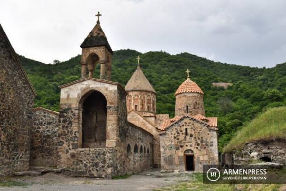 Российские миротворцы сопроводили армянских паломников в монастыри Амарас и Дадиванк