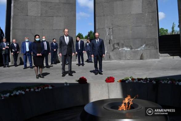 Լավրովը Ծիծեռնակաբերդում հարգանքի տուրք է մատուցել Հայոց ցեղասպանության զոհերի հիշատակին