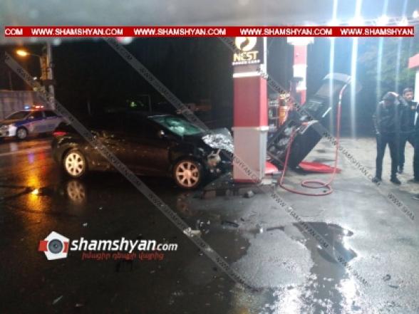Երևանում բախվել են Renault-ն ու Hyundai-ը, վերջինն էլ մխրճվել է գազաբենզալցակայանի մեջ՝ կոտրելով լիցքավորման սարքը. կան վիրավորներ