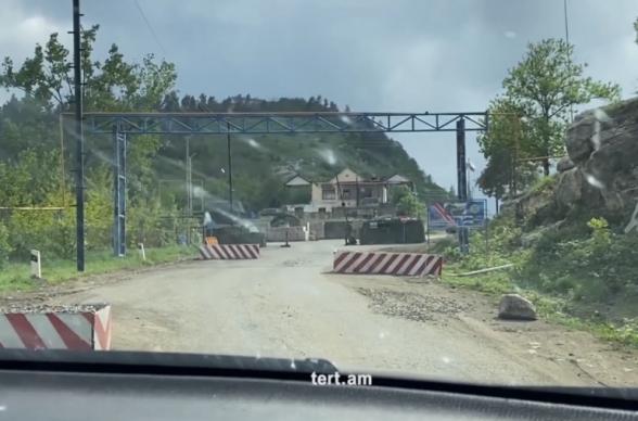 Արցախ տանող ճանապարհին նկարահանումն արգելված է, 7 հենակետից մեկում են միայն ռուս խաղաղապահներ և ադրբեջանցի զինվորականներ (տեսանյութ)