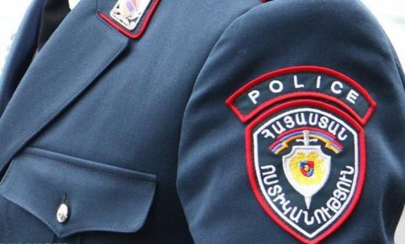 Արտաշատի ոստիկանները խուզարկությամբ ապօրինի զենք-զինամթերք և թմրամիջոց են հայտնաբերել (տեսանյութ)