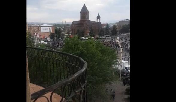 Գյումրիում Փաշինյանի հանրահավաքն անցել է դատարկ հրապարակում (տեսանյութ)