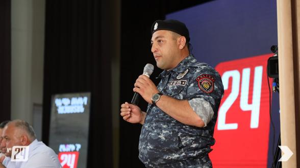 Սերժանտը բեմի վրա հանեց համազգեստը և միացավ «Հայաստան» դաշինքին (տեսանյութ)