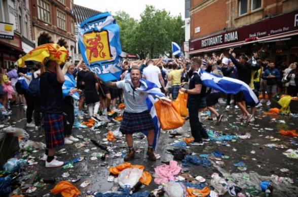 Լոնդոնում ֆուտբոլի Եվրոպայի առաջնության վիճականությանը հաջորդած տոնակատարությունները վերածվել են անկարգությունների․ ձերբակալվել է Շոտլանդիայի 30 երկրպագու (լուսանկար)
