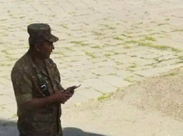 Сигнал: в Горисе офицеры склоняют солдат к голосованию за Никола Пашиняна