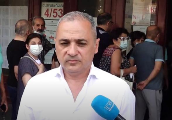 Ваге Акопян проголосовал на внеочередных выборах НС (видео)