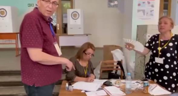 Անհասկանալի պատճառով բերման է ենթարկվել Արմեն Գրիգորյանը (տեսանյութ)