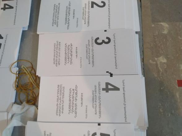 Իջևանի ոստիկանության պետի կադրերի գծով տեղակալ, փոխգնդապետ Նարինե Ղալումյանի մոտ գտնվել է ՔՊ-ին օգտին քվեարկած միանգամից երկու ծրար