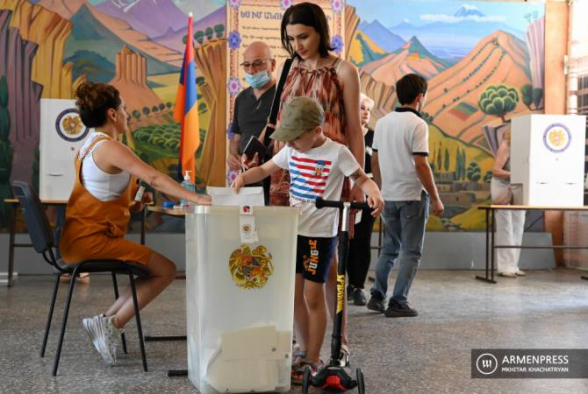 Явка избирателей на выборах в Армении составила 49.4%