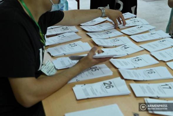 На более чем 70-и избирательных участках проводится пересчет голосов (видео)