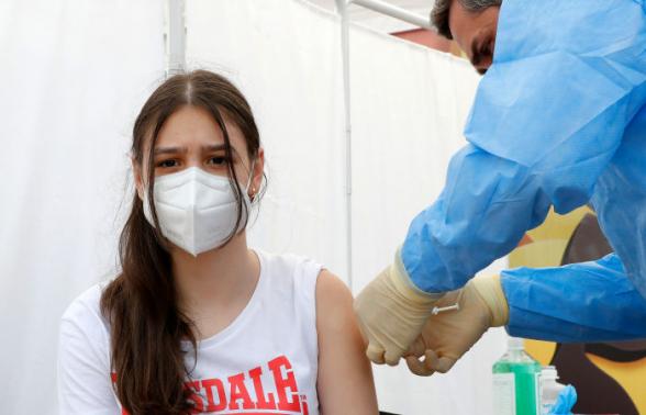 ВОЗ призвала прививать детей и подростков от коронавируса
