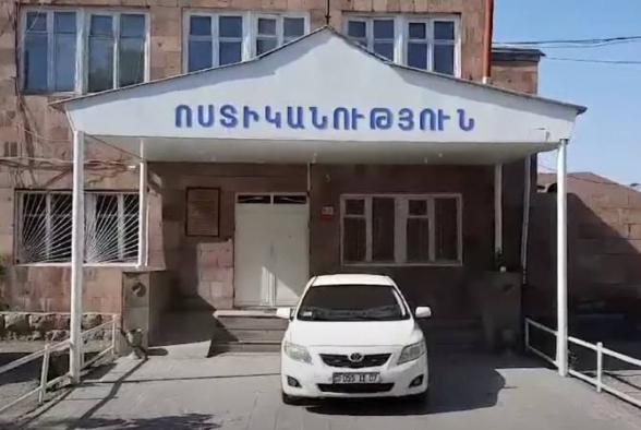 Վարդենիս քաղաքի 55-ամյա բնակիչը մեքենայից գողացել է գազային ատրճանակ և գումար