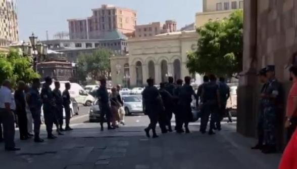 «Յաշման» առավոտվանից գործի ա անցել Հայաստանում․ Նազարյան Գեղամին ասֆալտին են տապալում