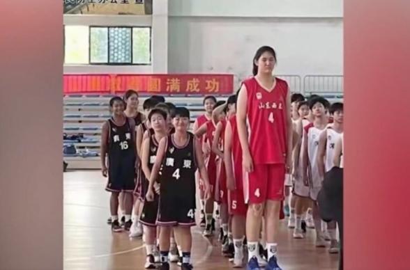 2,26 մետր հասակ. Չինաստանում բասկետբոլի ապագան կապում են 14-ամյա աղջկա հետ