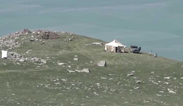 Սև լճի հարակից տարածքում Ադրբեջանը մեկ հարկանի քարե շինություն է կառուցել. պատրաստվում են այնտեղ ձմեռն անցկացնել. Գորիսի փոխքաղաքապետ