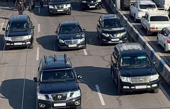 Նիկոլ Փաշինյանին ուղեկցող ավտոշարասյունը գնալով վտանգավոր է դառնում․ «Փաստ»