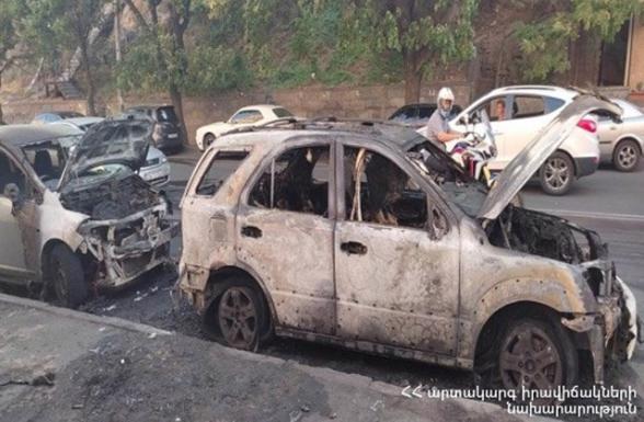 На улице Сарьяна в Ереване сгорели 2 машины
