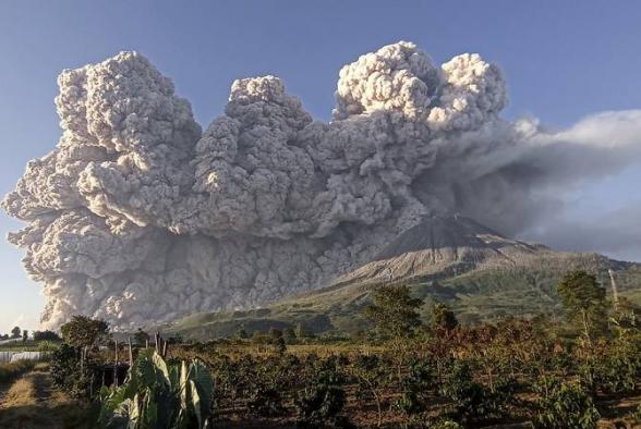 Ինդոնեզիայում Սինաբունգ հրաբուխը 4,5 կիլոմետր բարձրությամբ մոխրասյուն Է արտանետել