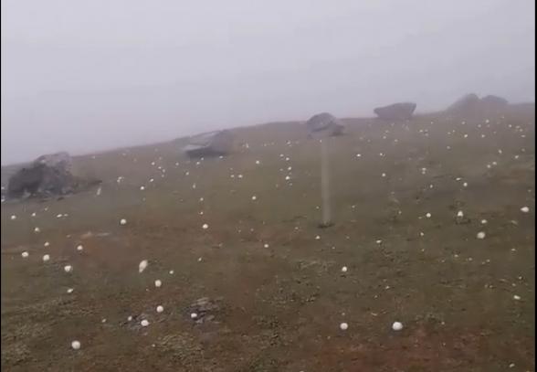 Гору Гоми в Грузии засыпало градом размером с куриное яйцо