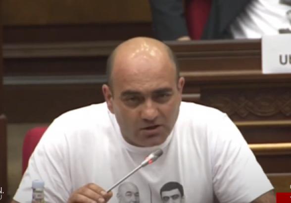 Депутат: «В чем причина ареста Мхитара Закаряна – то, что он оппозиционер, или то, что защитил свою землю?»