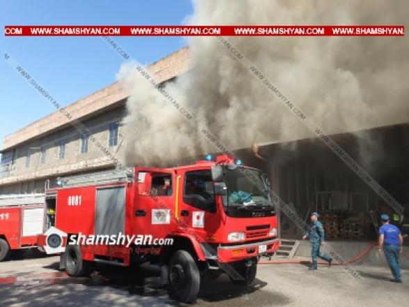 Երևանում կահույքի արտադրամասում առաջացած հրդեհի հետևանքով հայտարարվել է ԲԻՍ-1. ժամանել են մեծ թվով հրշեջներ