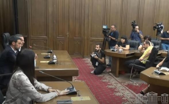 Брифинг представителей парламентской фракции «Армения» (видео)