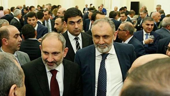 Սյունիքի տարածքները ադրբեջանական համարող Արմեն Մարտիրոսյանը պարգևատրվեց մեդալով