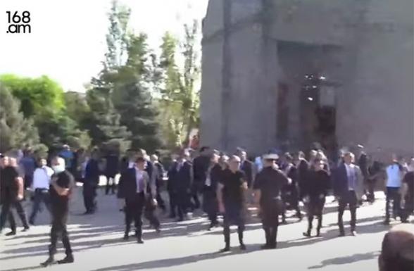 Отец погибшего солдата – Пашиняну: «Никол, ты за всё ответишь» (видео)